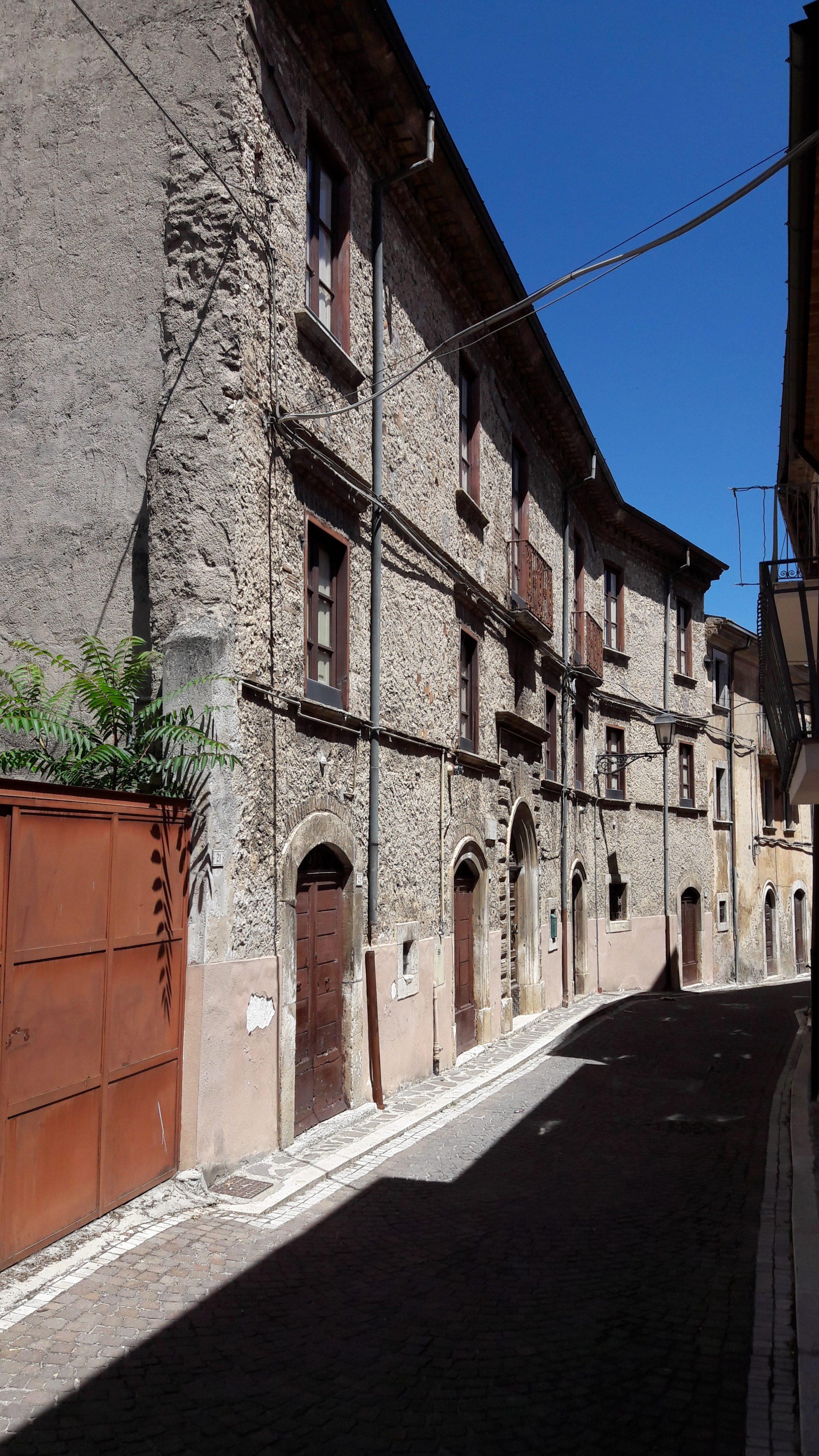 Trasacco (AQ) – Centro Storico – Palazzo Storico